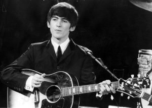 George Harrison nel 1963, foto: Fox Photos/ Gettyimages
