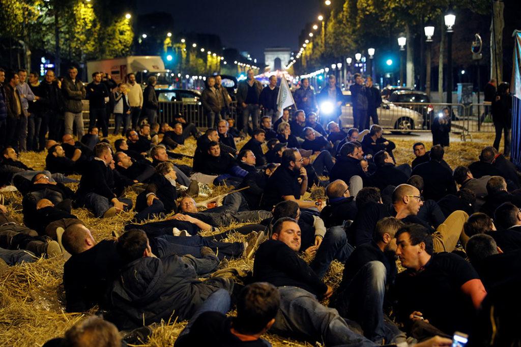 Protesta di agricoltori francesi a favore del glifosato. Parigi settembre 2017. Credits: Reuters, Philippe Wojazer