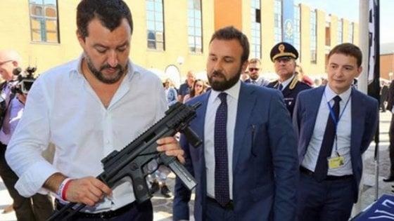 La foto che mostra l'avvicinarsi all'estrema destra della Lega in vista delle elezioni europee