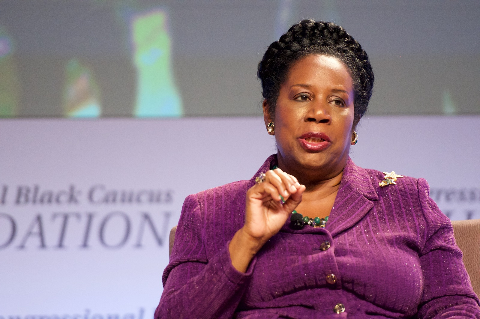 La rappresentante democratica Sheila Jackson Lee sostiene l'House Resolution 40
