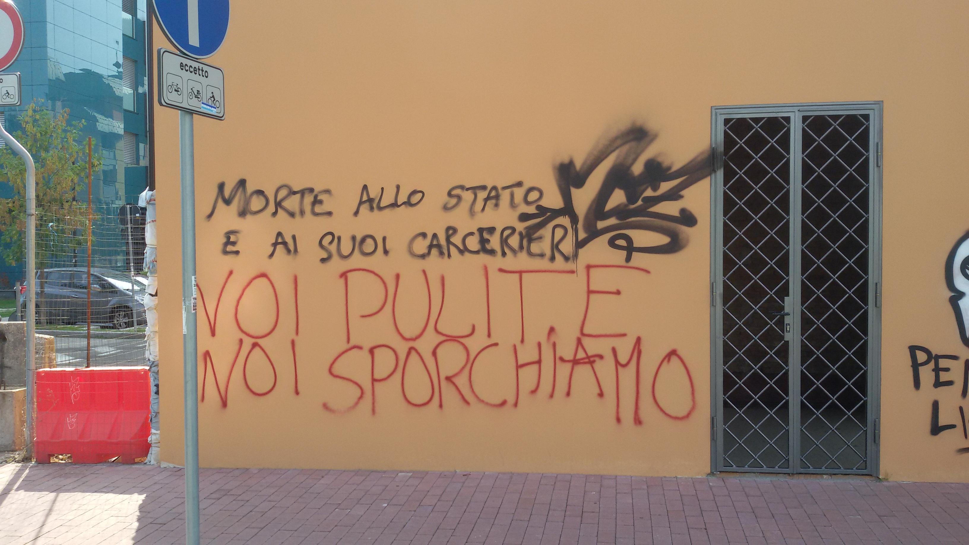 scritte su un muro a Bologna
