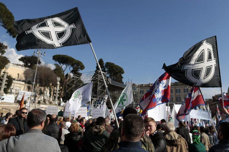 simboli di violenza alla manifestazione della Lega in Piazza del Popolo