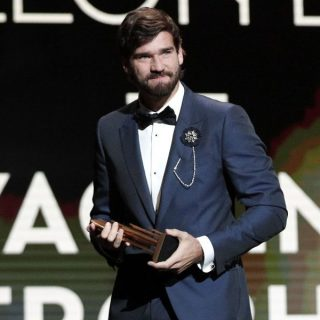 Alisson Becker, vincitore del primo Trofeo Yashin. Foto: EFE.