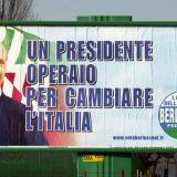 uno dei soprannomi più efficaci di Berlusconi in mostra in un vecchio manifesto elettorale