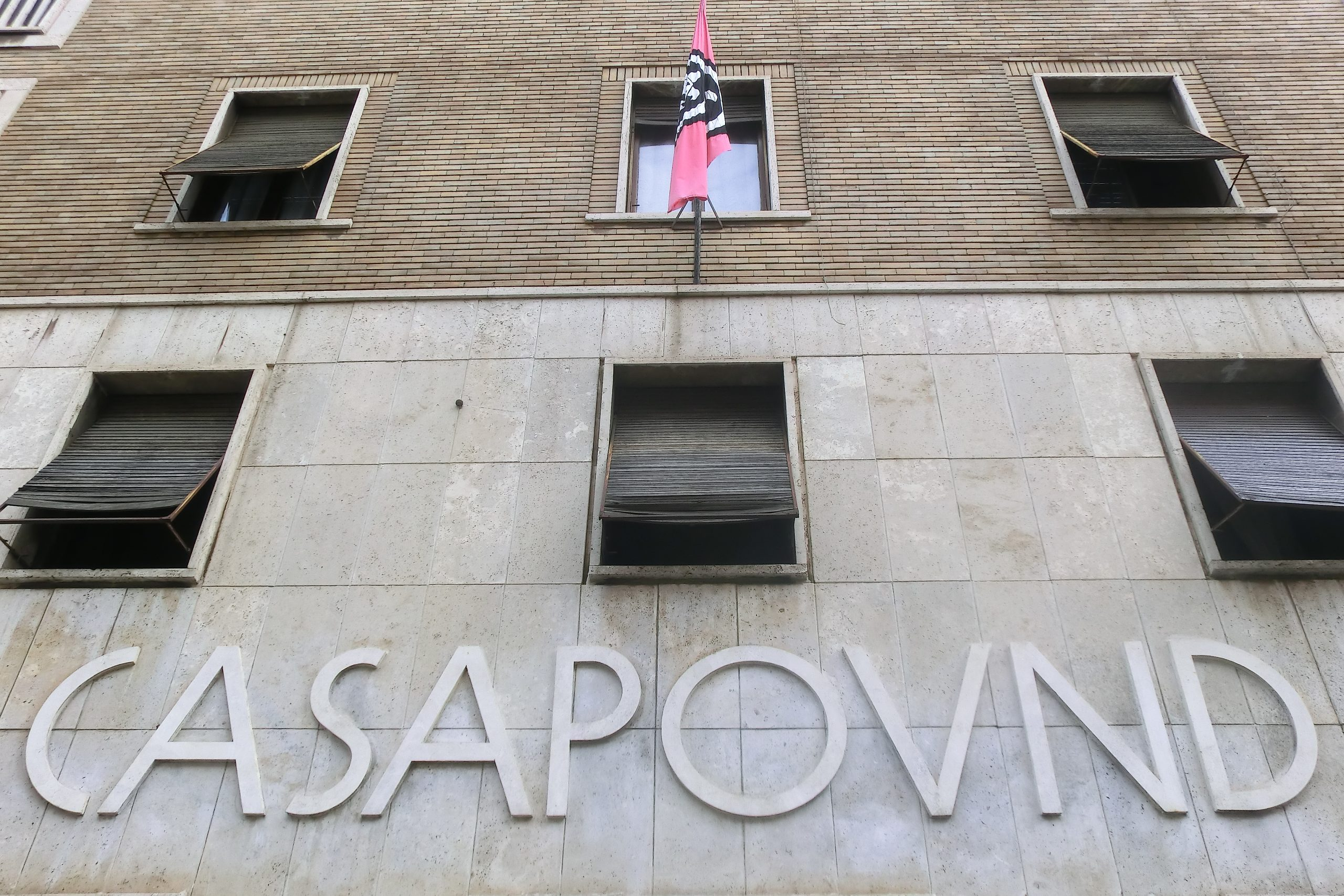 il palazzo dell'occupazione di Casapound