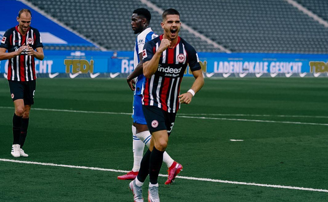 André Silva, a segno con il suo Eintracht Francoforte. Foto: twitter.com/eintracht